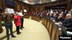 Լրագրողների ակցիան ԱԺ նիստերի դահլիճում, 23-ը դեկտեմբերի, 2014