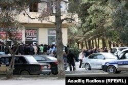Beynəlxalq Bankın Bakıdakı filialı qarşısında növbə - 18 aprel 2012