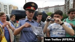 Во время обыска в квартире Алексея Навального. 11 июня 2012 года.