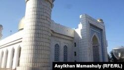 Центральная мечеть Алматы. 14 октября 2012 года.