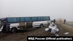 Автобус, перевозивший 50 граждан Узбекистана.