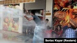 Vodenim topom na demonstrante u Dijarbakiru, 19. avgust