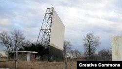 Старый автокинотеатр в Оклахоме. Когда-то здесь было много зрителей/