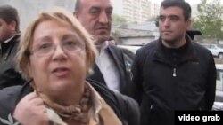 Задержанная Лейла Юнус у своего дома, 29.04.2014