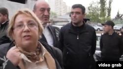 Правозащитница и руководитель «Института мира и демократии» Лейла Юнус (cлева).