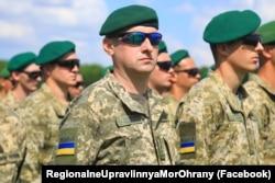 Военнослужащие Государственной пограничной службы Украины во время открытия учений «Си Бриз-2021». 28 июня 2021, Херсонская область