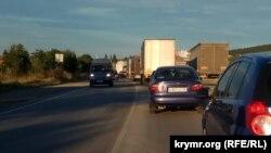 Автомобильный затор на трассе Симферополь – Керчь, 16 июля 2018 года