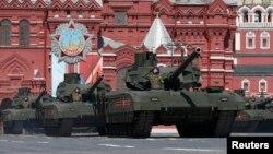 Ռուսաստան - «Արմատա» հրասայլերը Հաղթանակի օրվա զորահանդեսին, Մոսկվա, 9-ը մայիսի, 2016թ.
