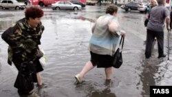 У підтоплених регіонах нині працюють рятувальники