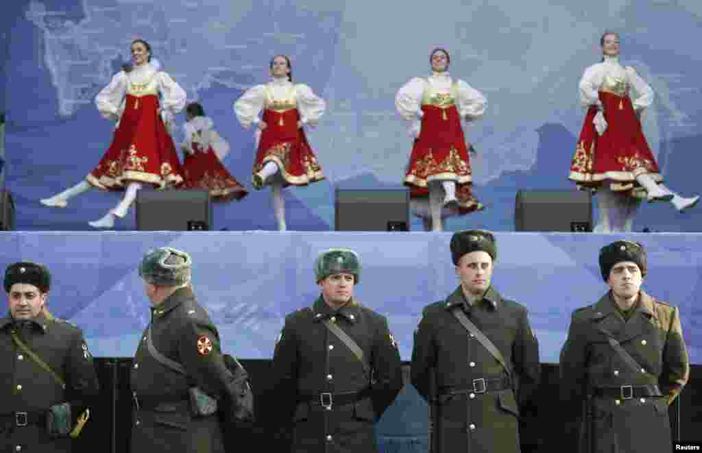 Dancers perform on National Unity Day in Moscow. (Reuters/Sergei Karpukhin)