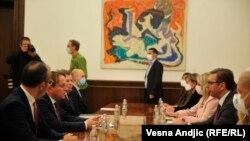 Српскиот претседател Александар Вучиќ и комесарот за проширување Оливер Вархеји со делегациите, Белград, 08.10.2020.