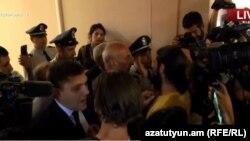 Протестующие в здании мэрии Еревана