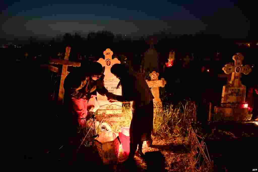 Romanian villagers from Copaciu light fires at the village cemetery early, three days before the celebration of Orthodox Easter, on April 13. (AFP/Daniel Mihailescu)