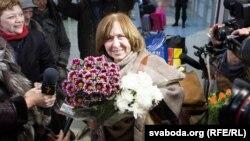 Сьвятлана Алексіевіч па вяртаньні ў Менск са Стакгольму