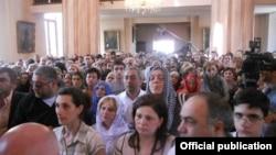 Վիրահայ հավատացյալները Թբիլիսիի Սուրբ Էջմիածին հայկական եկեղեցում, արխիվ