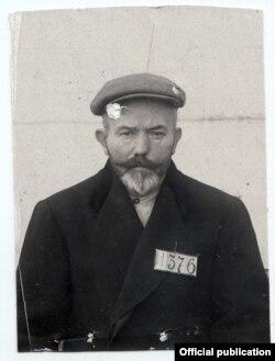 Ян Адамец после ареста ОГПУ. После приговора отправлен на Соловецкие острова. Один из немногих, кто пережил заключение и вернулся в Чехословакию