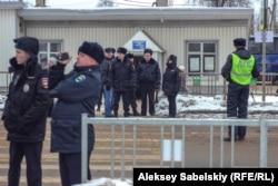 Полиция охраняет трассу Псков - Новгород