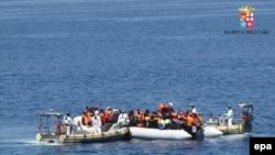 Жер Ортолук деңизинде куткарылган мигранттар. 3-май 2015