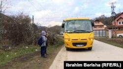 Komuna e Kamenicës ka siguruar transportin e nxënësve për në shkollat tjera.