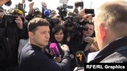 Кандидат Володимир Зеленський відповідає на запитання журналіста Радіо Свобода в день виборів