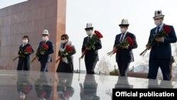 Кыргызстан апрель окуяларынын курмандыктарын эскерди