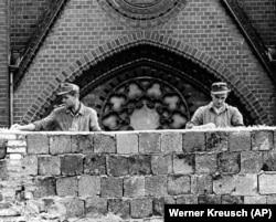 دیوار برلین در ۱۳ اوت ۱۹۶۱ ساخته شد.