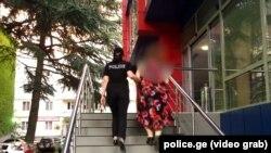 Многие пользователи грузинского сегмента соцсетей призвали поступить с нападавшей так же, как она поступила с ребенком