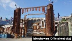 Подготовка к байк-шоу у горы Гасфорта, Севастополь, 2016 год