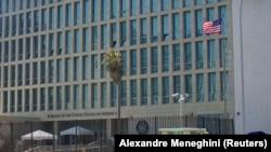 Здание американского посольства в Гаване, Куба.