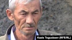 Қаза болған шекарашы Ерлан Ақышовтың әкесі Ерғали Ақышов. Алматы облысы, Үшарал қаласы, 10 маусым 2012 жыл.