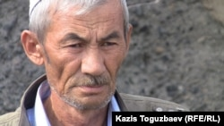 Ергали Акышов, отец погибшего пограничника Ерлана Акышова. Город Ушарал Алматинской области, 10 июня 2012 года.