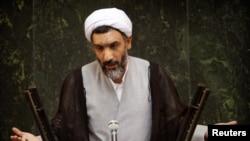 Nominee for interior minister Mostafa Purmohammadi speaks to lawmakers in parliament in Tehran (archive photo)