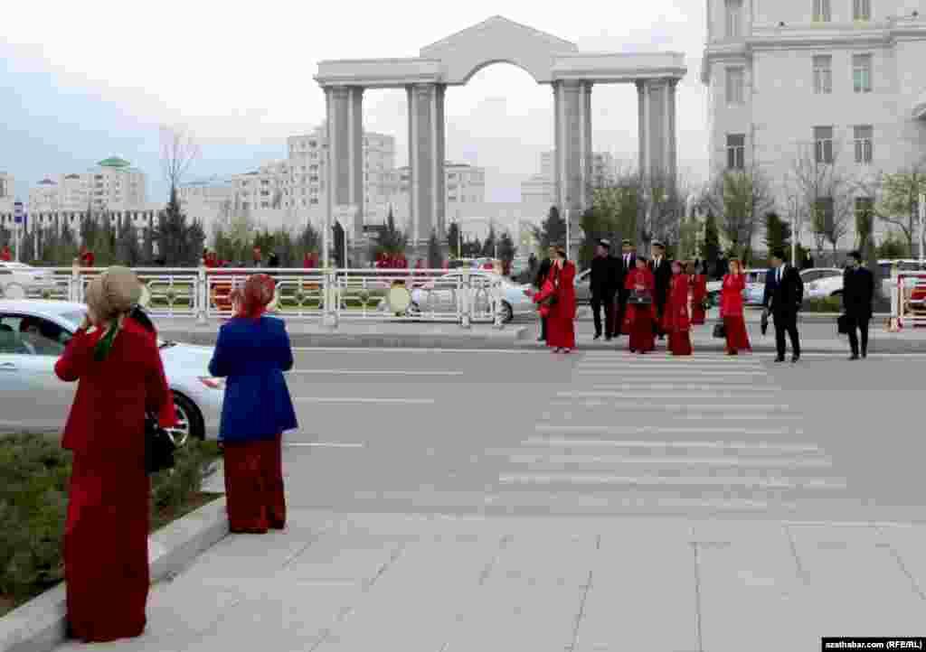 Учащиеся учебных заведений столицы, Ашхабад.