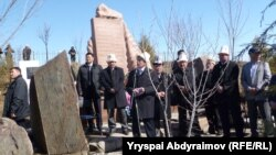 Kyrgyz President Almazbek Atambaev (center) attends a remembrance of the Aksy victims in 2012.