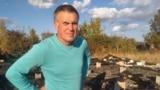 Опозиційний активіст та блогер Сергей Шалигін стоїть біля своєї зруйнованої домівки у Ростові-на-Дону. «Єдиною причиною цього підпалу є моя політична діяльність», сказав він.
