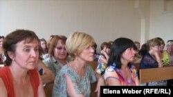 Учителя школы № 9 в суде. Темиртау. 11 августа 2011 года.