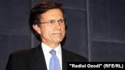 Роберт Блейк, помощник государственного секретаря США по делам Южной и Центральной Азии. Душанбе, 27 мая 2012 года.