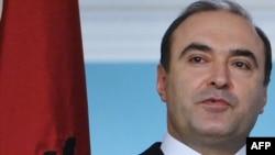 Fotografi e ministrit të ekonomisë në Shqipëri, Edmond Haxhinasto
