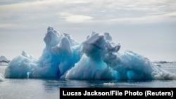 Július 27-én egyetlen nap alatt annyi jég olvadt el Grönlandon az északi-sarkvidéki hőmérséklet emelkedése miatt, ami öt centiméter vízzel borítaná be egész Florida államot.
