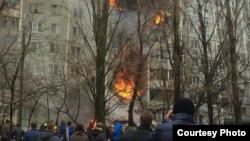 Pamje nga zjarri që e ka përfshirë një ndërtesë në Volgograd