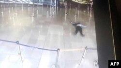 Imagine a atacatorului ucis pe un ecran de monitorizare la aeroportul Orly