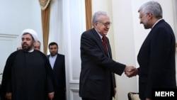 اخضر ابراهیمی (سمت چپ) در دیدار با سعید جلیلی، دبیر شورای عالی امنیت ملی ایران.