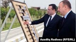 İnfoqrafikadan kollaj görüntüsü, Neft Fondunun rəhbəri Şahmar Mövsümov (solda) və prezident İlham Əliyev