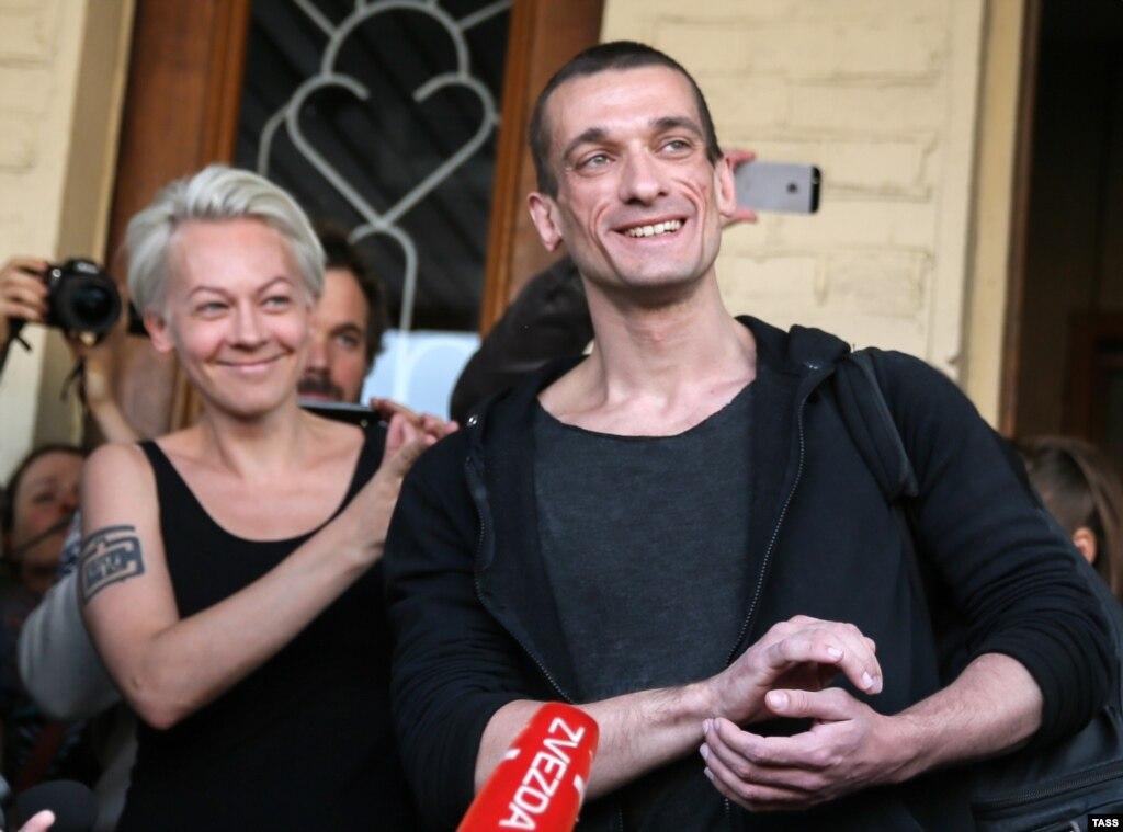 Защита Павленского обжаловала приговор поделу оподжоге дверей ФСБ