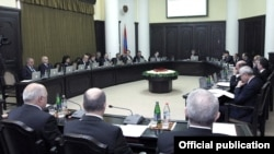 Armenia - Prime Minister Tigran Sarkisian chairs a cabinet meeting, 9Oct2012.