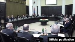 Armenia - Prime Minister Tigran Sarkisian chairs a cabinet meeting, 9Oct2012.