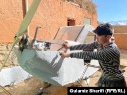 طیاره ساخته شده توسط داوود حسینی، جوان بامیانی که تحصیلات عالی ندارد