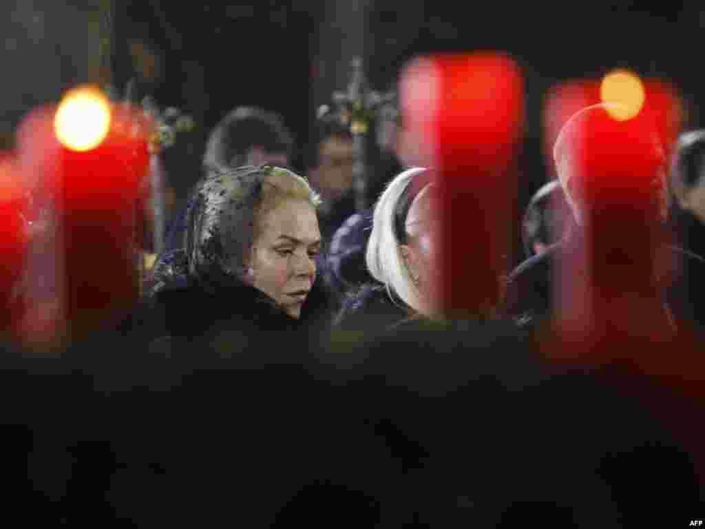 داگمار هاولوا همسر واتسلاو هاول در مراسم یادبود وی/ پراگ، دوم دی ماه ۹۰