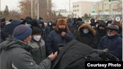 Участники акции протеста в городе Кокшетау 25 января 2021 года на фото, опубликованном на странице сайта Kokshe-kontent.kz в социальной сети Instagram.