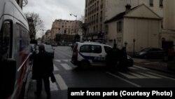 Полицейская машина заблокировала проезд по улице в городке Даммартэн-ан-Гоэль близ Парижа. 9 января 2015 года.